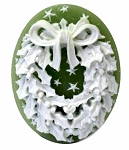 Christmas Wreath Resin Cameo 40x30mm Green White Holiday Theme Cabochon 4c