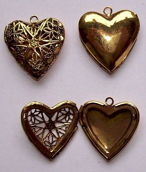 24x26mm Antique Gold Filigree Heart Locket 734x